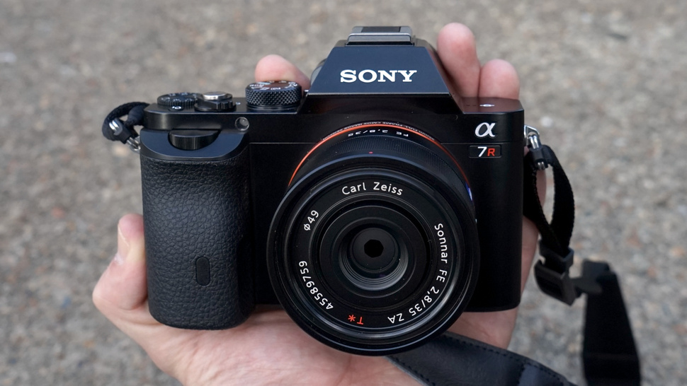 Лучшие фотоаппараты - Sony Alpha A7R