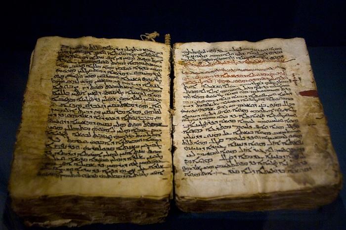 Самые старые книги – 10 древнейших, дошедших до нас