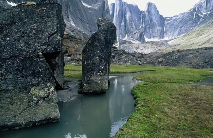Долина безголовых, Канада