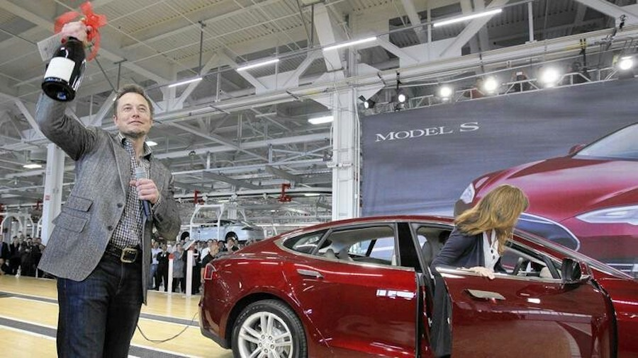 Илон Маск на заводе Тесла