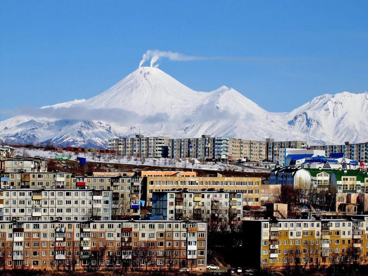 Топ-10 городов в России с высокими зарплатам