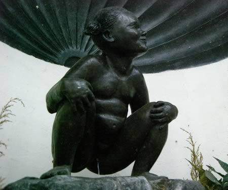 Топ-10 необычных в мире фонтанов