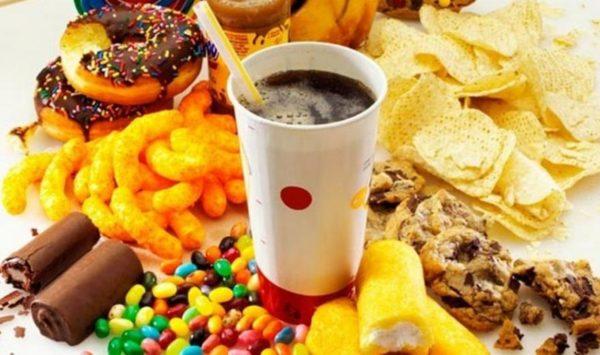 Вкусные, но абсолютно вредные: топ-7 опасных продуктов