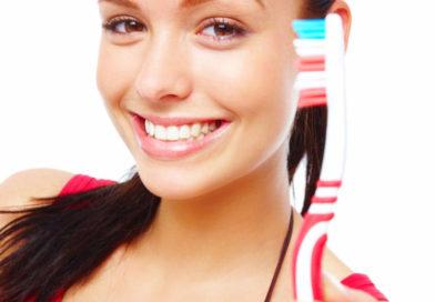 Идеальная улыбка: ТОП-7 зубных щеток