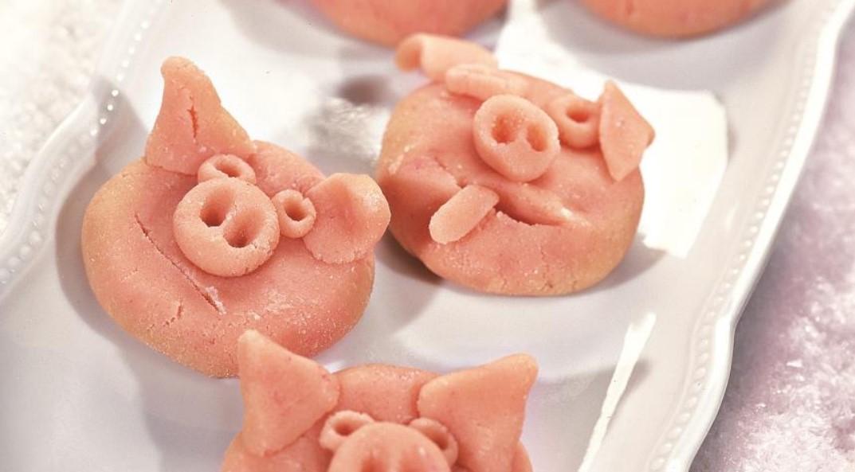 марципан свиньи новый год